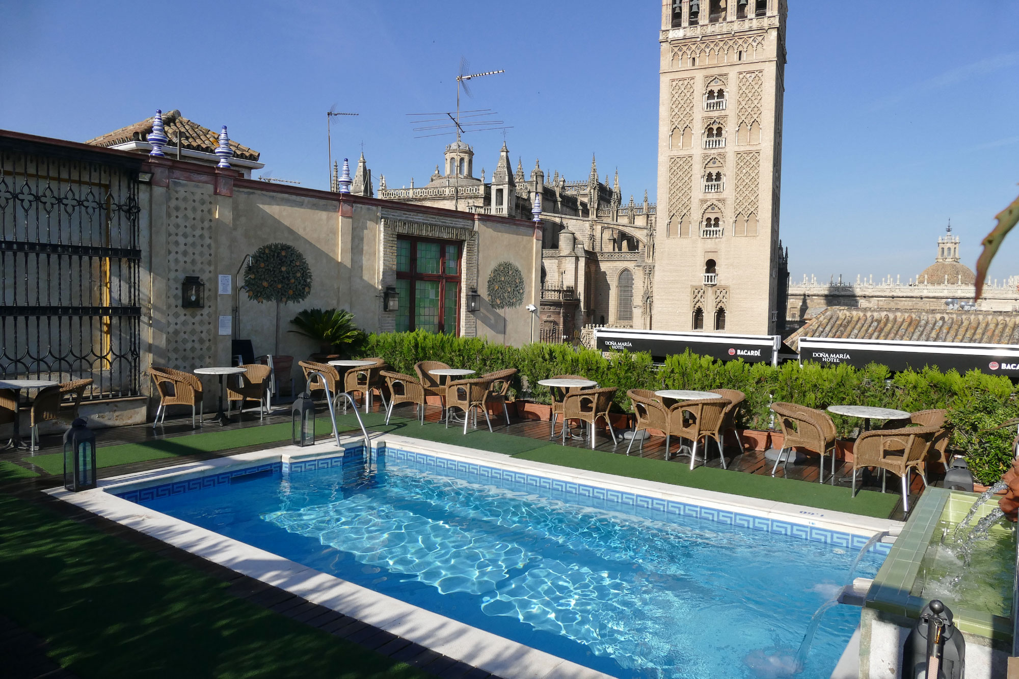 Un ba o con con vistas incre bles sevilla city centre for Piscine sevilla