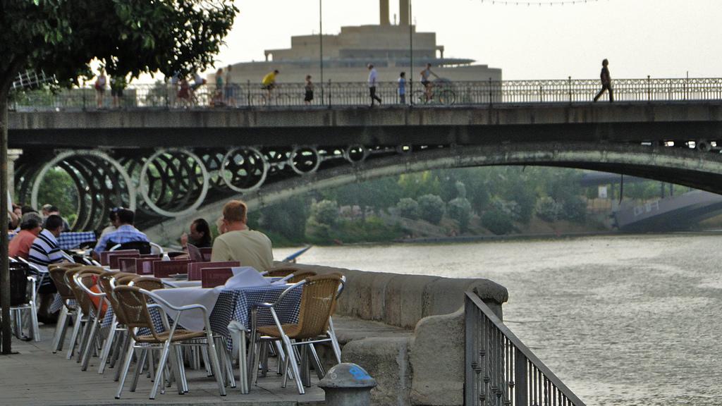 Puente de Isabel II o Puente de Triana (foto: Consorcio de Turismo de Sevilla)