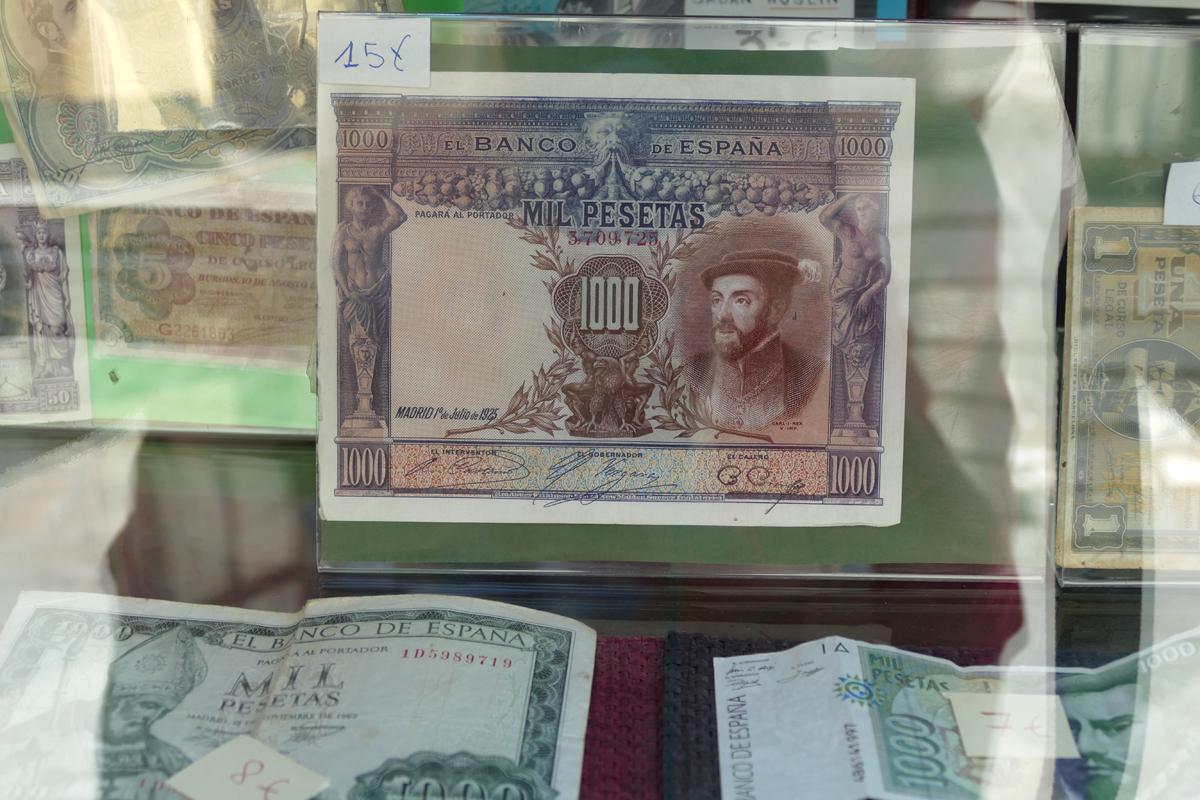 mil pesetas sevilla souvenir