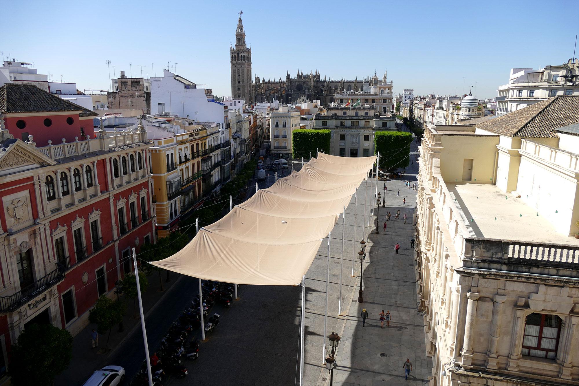 toldo plaza san francisco sevilla verano