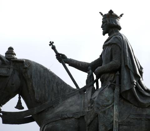 Monumento a Fernando III en la Plaza Nueva