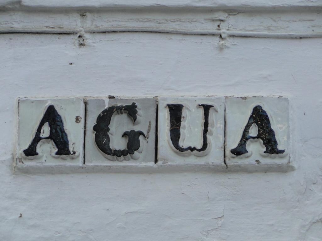 Rótulo de la calle del Agua en Sevilla