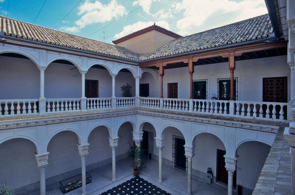 patio palacio manara sevilla