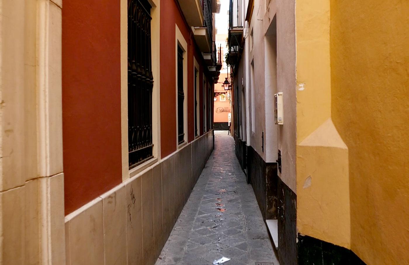 callejon beso calle reinoso