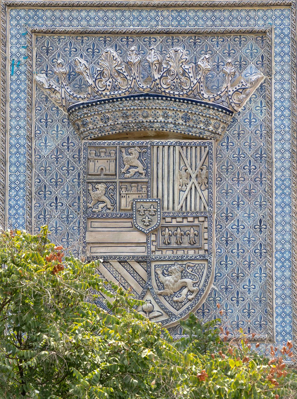 pabellon real parque maria luisa sevilla escudo restauracion