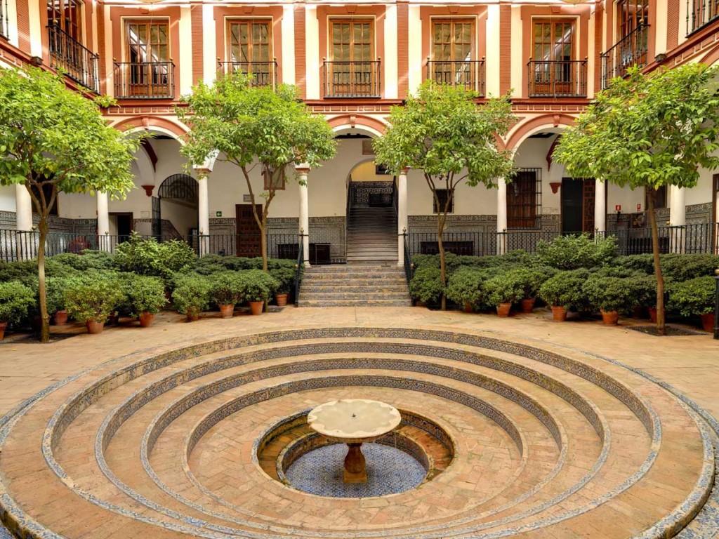 Patio central Hospital Venerables Sevilla