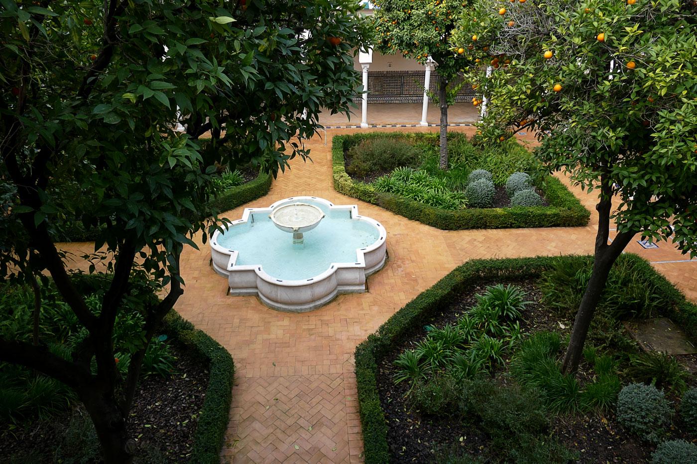 fuente patio espacio santa clara sevilla