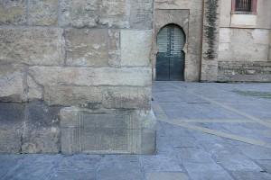Restos romanos base Giralda Sevilla