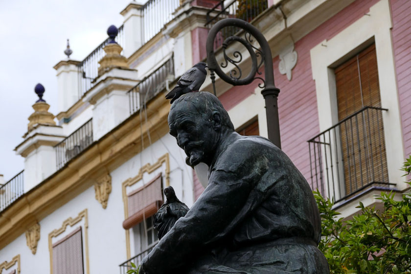 estatua martinez montanes plaza salvador sevilla