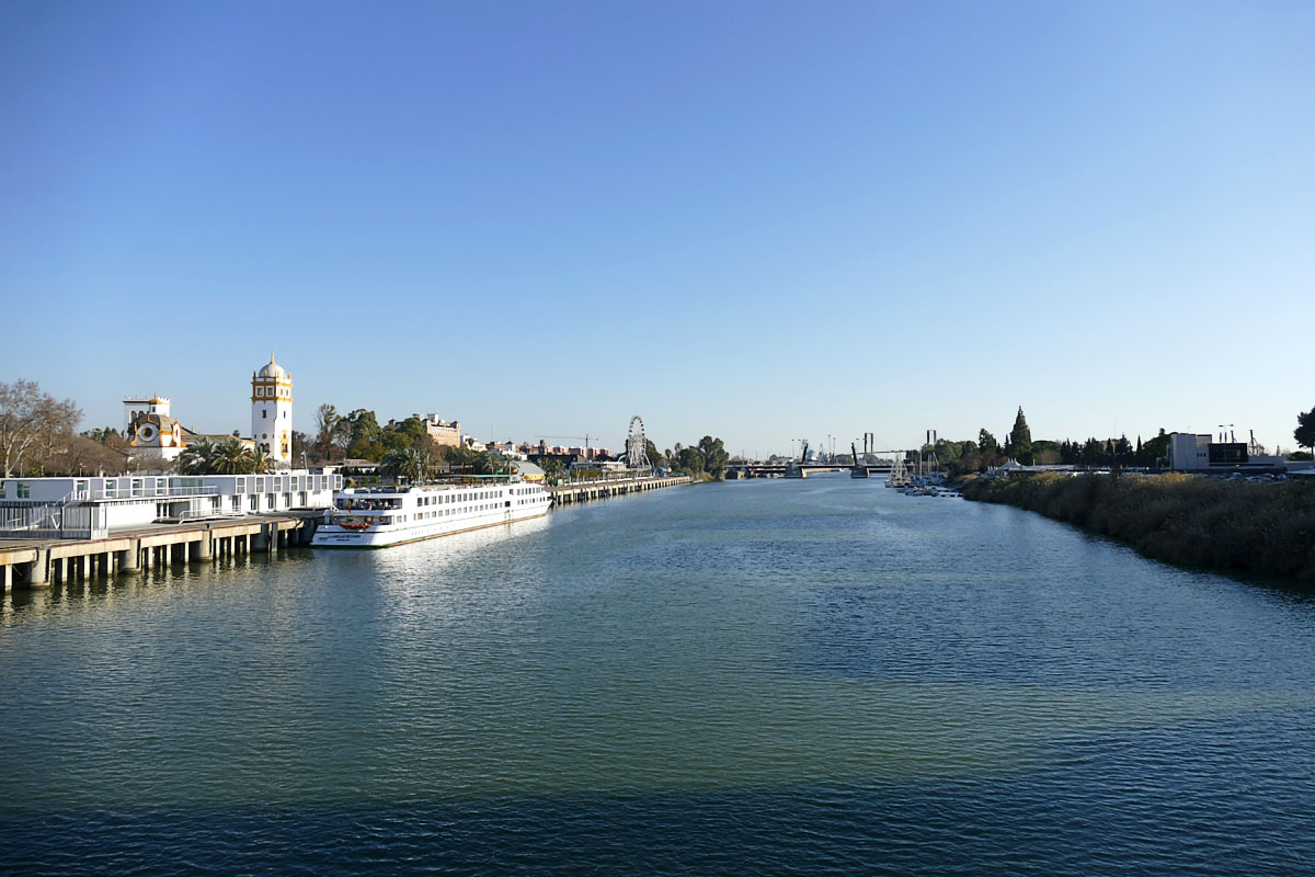 Puerto Sevilla rio Guadalquivir