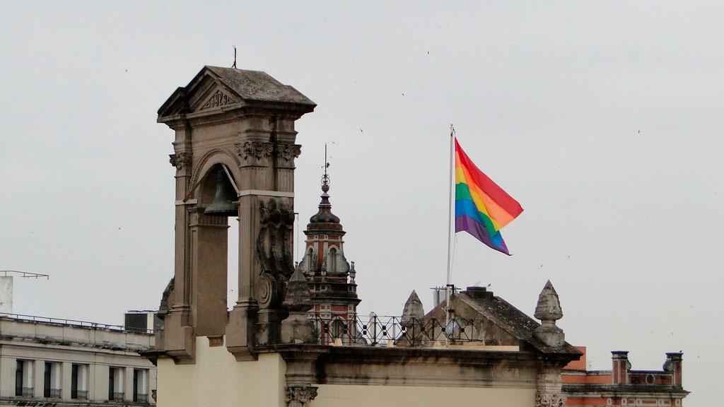 bandera orgullo ayuntamiento sevilla