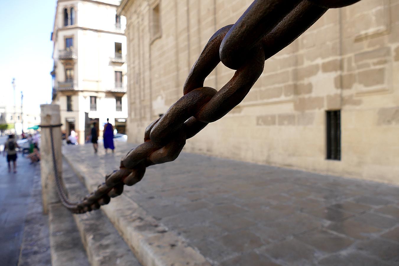 cadenas catedral sevilla