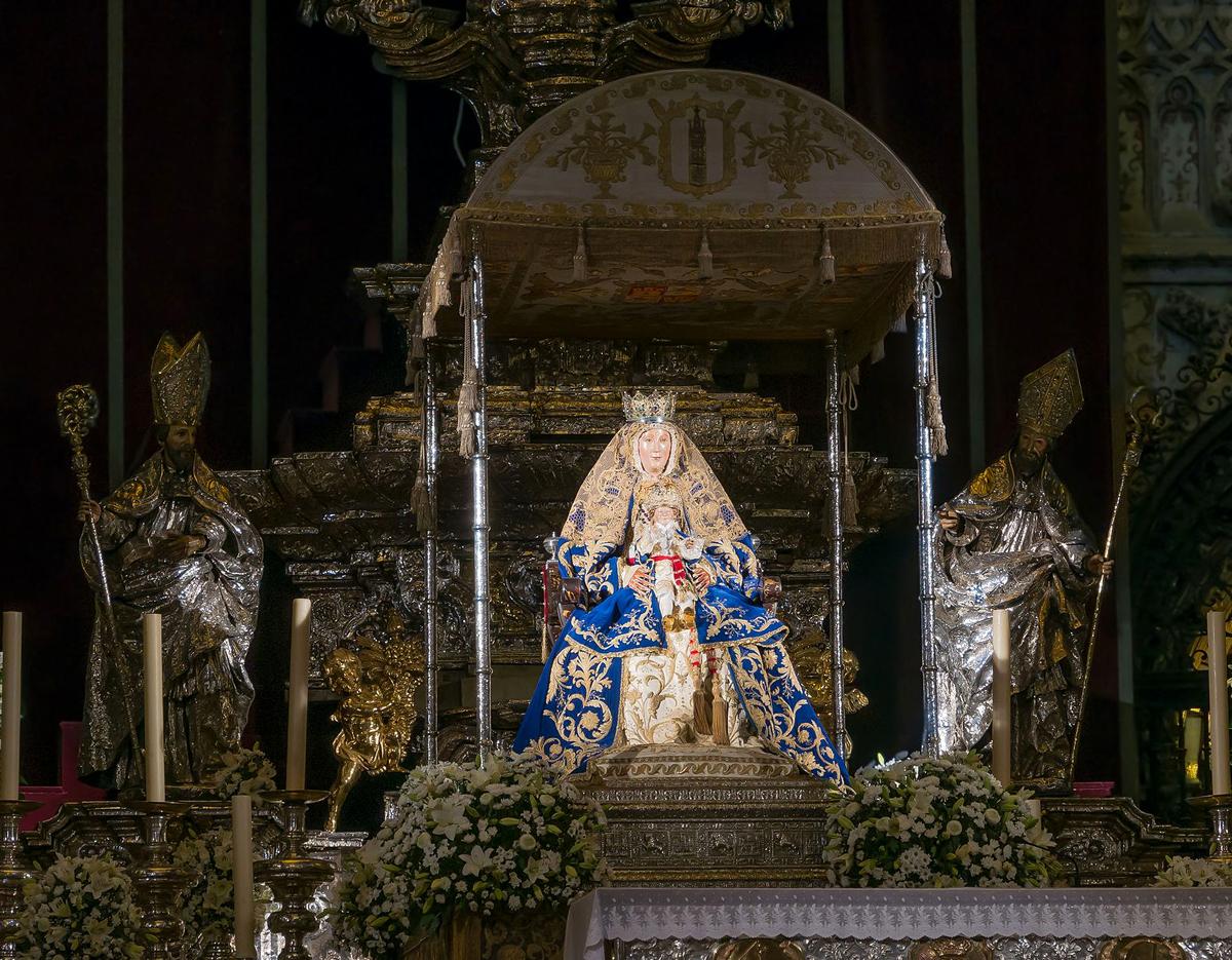 virgen reyes catedral sevilla