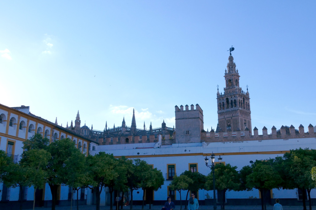 plaza patio banderas sevilla