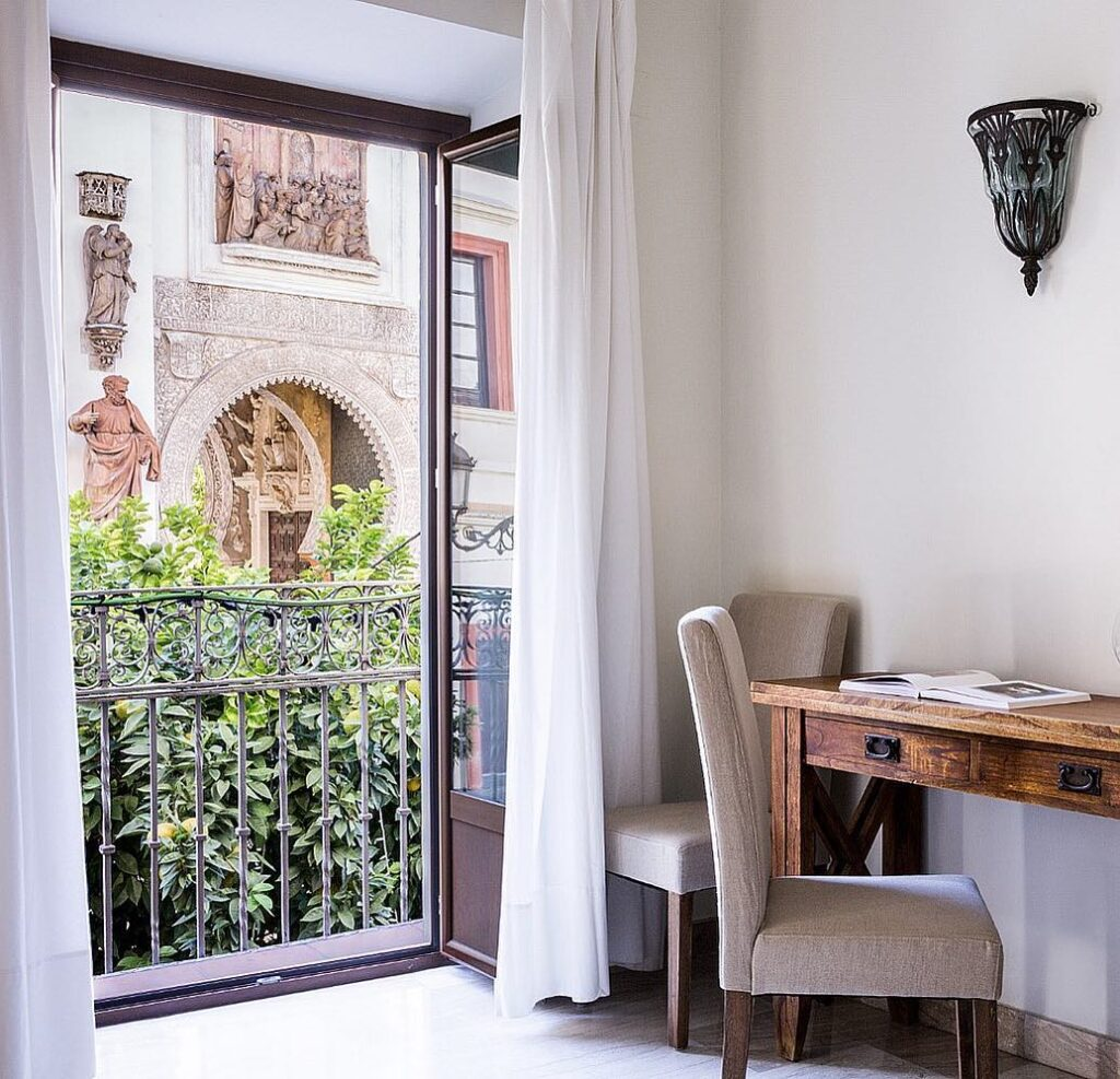 puerta catedral holiday suites