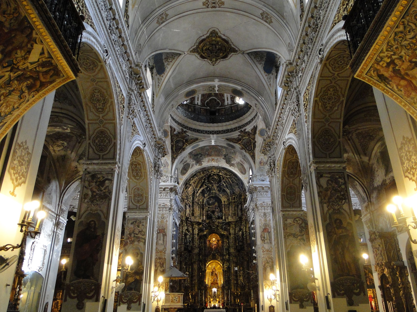interior iglesia magdalena sevilla