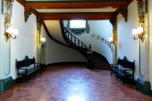 escalera pabellon portugal