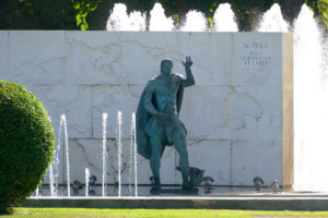 Monumento Juan Sebastian Elcano Sevilla
