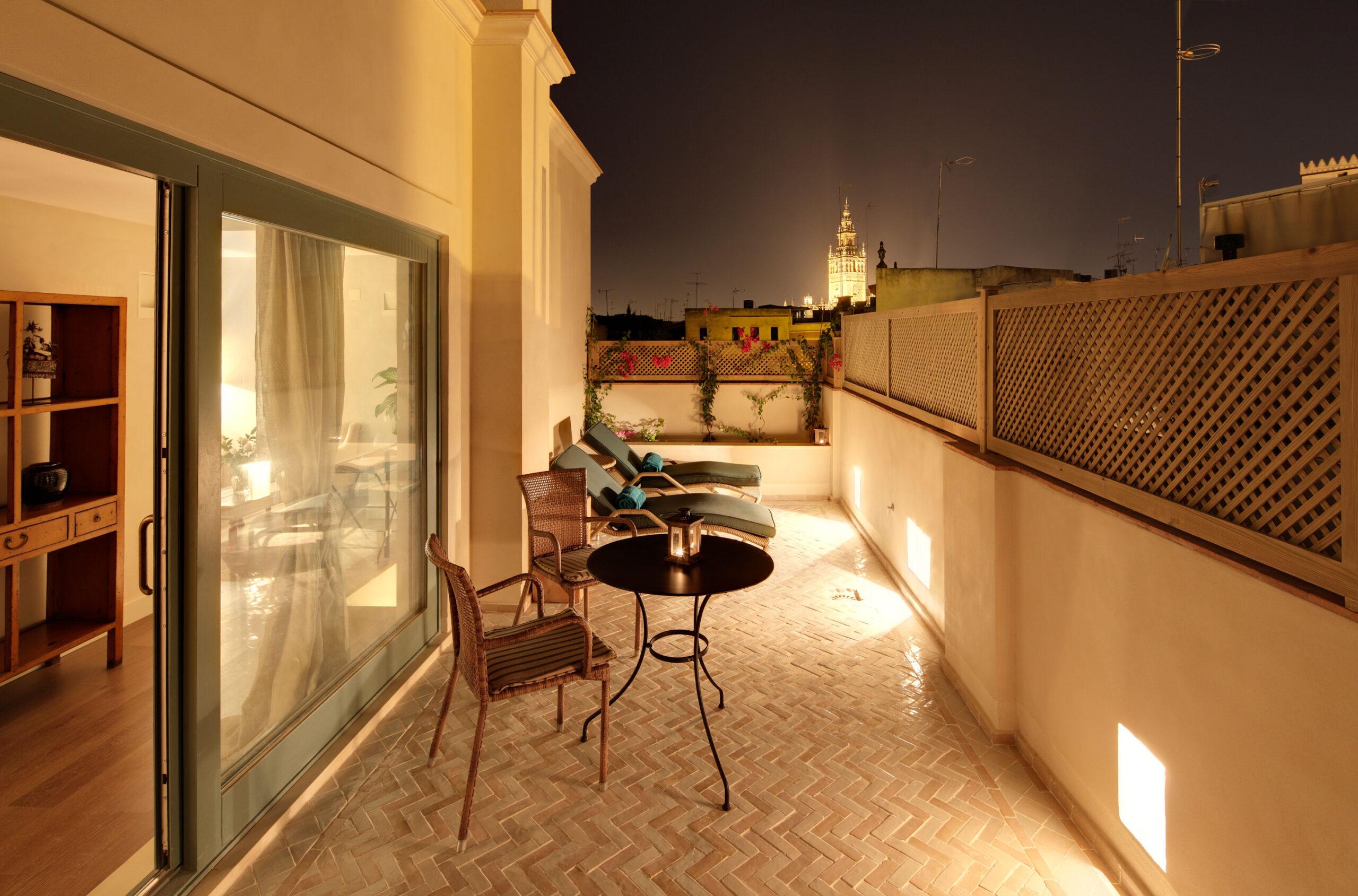 terraza hotel corral rey sevilla