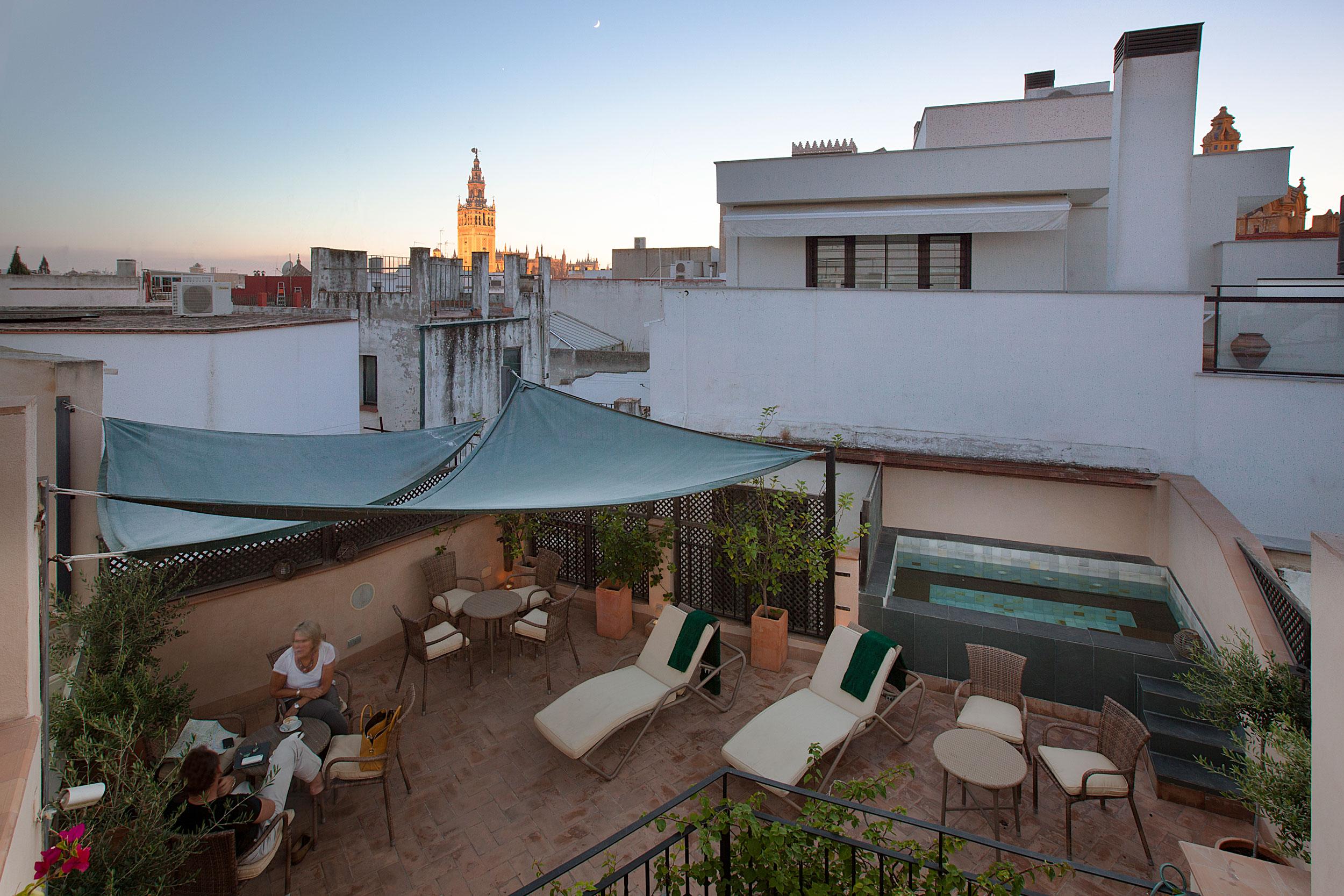 terraza hotel boutique corral rey sevilla